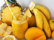 Смути с манго, ябълка, банан, ананас и бадемово мляко